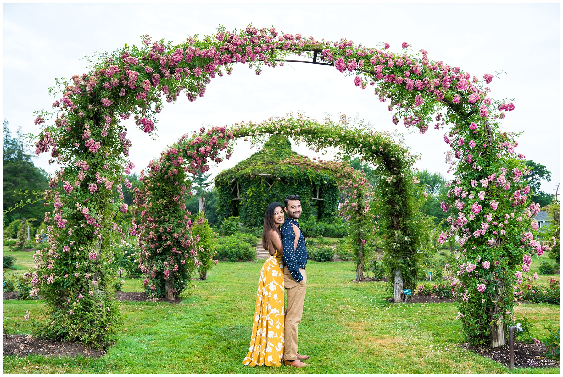 Elizabeth-Park-Rose-Garden-Hartford-CT-Engagement-Shoot-Pratiti-Suraj-11.jpg